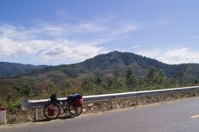 Mon vélo sur fond de magnifiques paysages